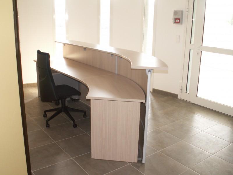 banque et comptoir d 39 accueil aux docks du bureau buro espace. Black Bedroom Furniture Sets. Home Design Ideas