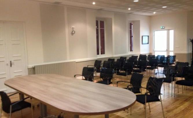 salle de conseil et mariage aux docks du bureau buro espace. Black Bedroom Furniture Sets. Home Design Ideas