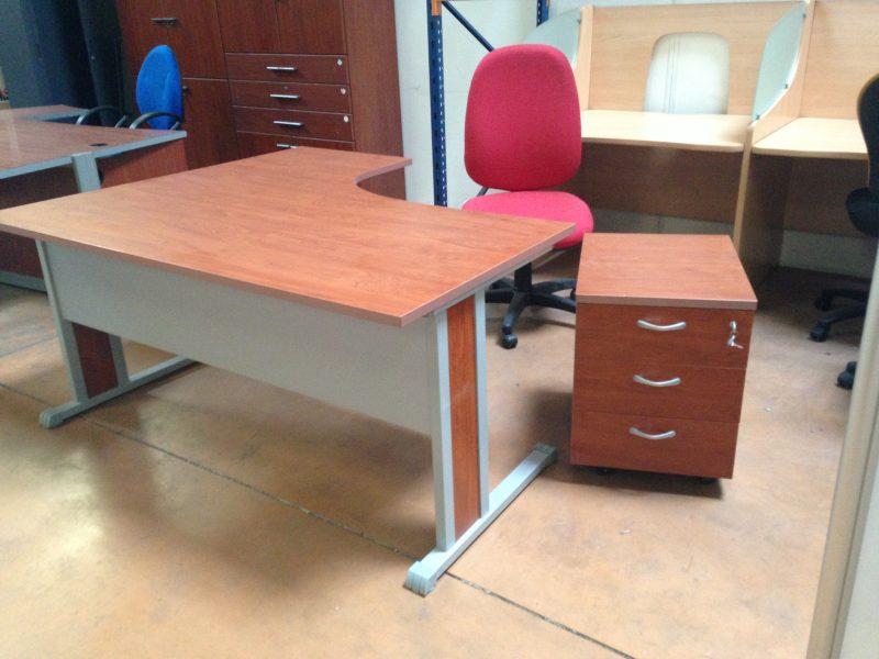 mobiliers teinte merisier aux docks du bureau buro espace. Black Bedroom Furniture Sets. Home Design Ideas