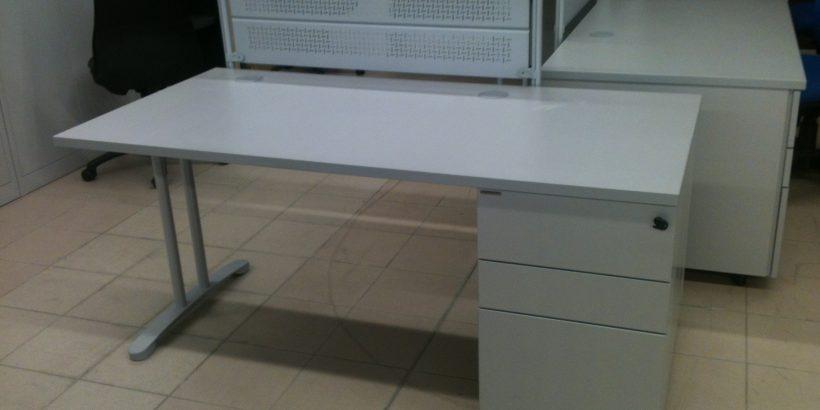 bureau droit 160x80 aux docks du bureau buro espace. Black Bedroom Furniture Sets. Home Design Ideas