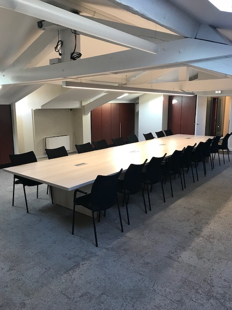 table-reunion-grande-equipe