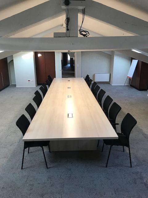 amenager-salle-reunion-equipe-nombreuse